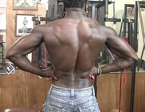 Professional female bodybuilder Roxanne Edwards poses for you in the gym just off a competition, showing you how vascular and ripped the ebony muscles of her pecs, legs, glutes, biceps, and abs are, and getting nude so you can see her kitty close up.