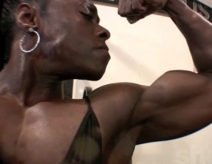 Bodybuilder Roxanne Edwards pumps up her ebony biceps on video in the SheMuscle gym, showing off her jaw-dropping abs, then poses so you can enjoy every massive inch of her muscular arms and legs. Think she's intense? That's what made her look like this.